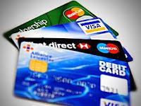 Delapan Perbedaan Kartu Kredit dan Kartu Debit!