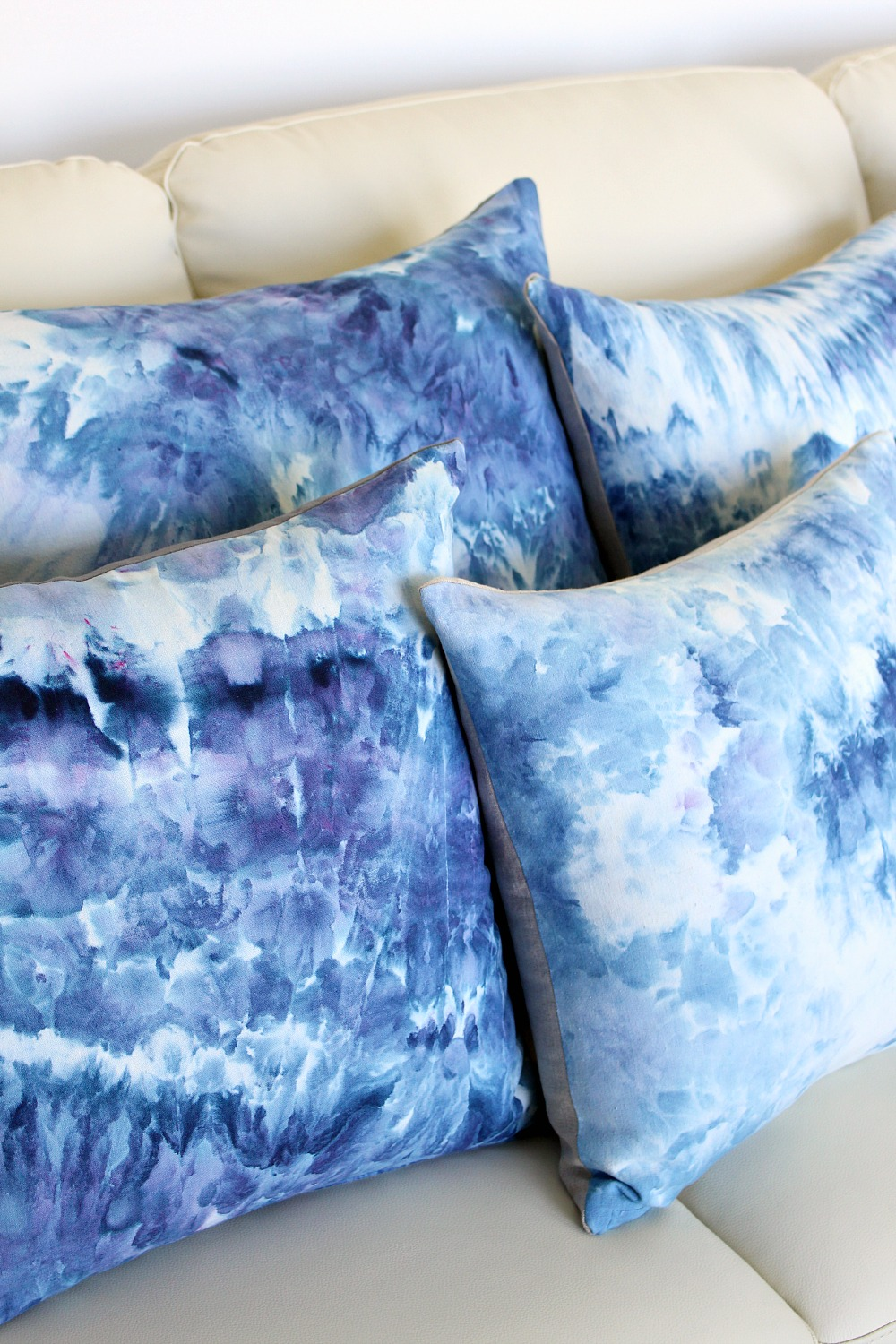 DIY Ice Dye Pillows | @danslelakehouse