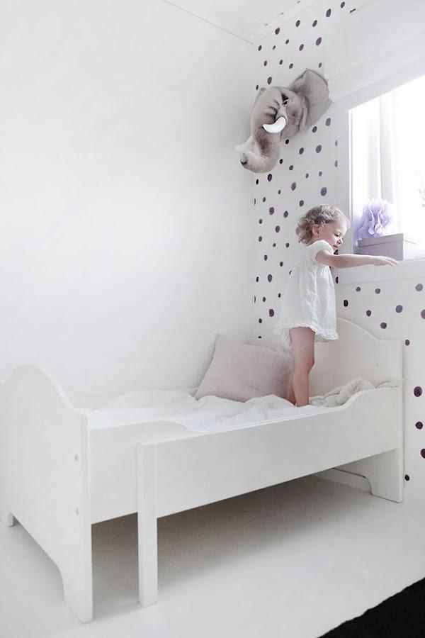 tips-deco-low-cost-decorar-pared-vacia-vinilo-dots-puntos-lunares-topos