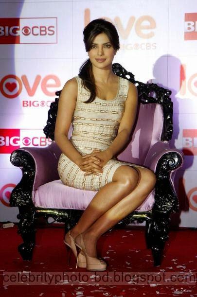 Bollywood Gorgeous Hot Actress Priyanka Chopra Latest Wallpapers and Photo Gallery