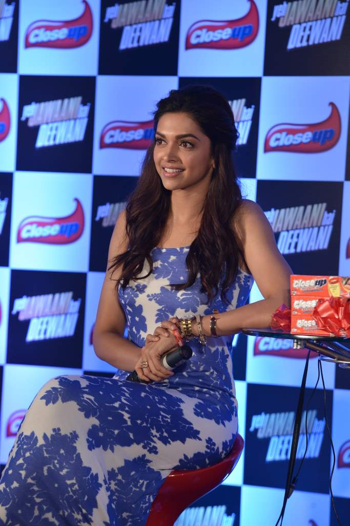 gorgeous hot sexy Deepika padukone in full gown latest hot stills