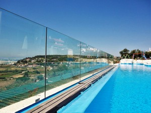 Safe fence surrounding pool, kids friendly holidays