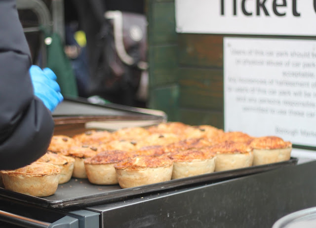 photo-borough_market-comer-en_londres