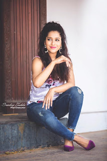 Gorgeous Indian TV Model Rashmi Gautam In Tight Blue Jeans (4)
