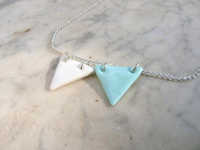 tutoriel en vid o comment faire des colliers g om triques en fimo triangular necklace diy. Black Bedroom Furniture Sets. Home Design Ideas