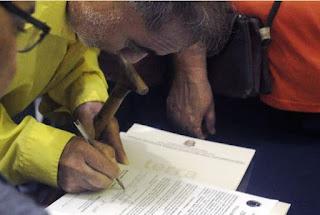 Prefeitura de Pariquera-açu entrega de títulos de regularização fundiária