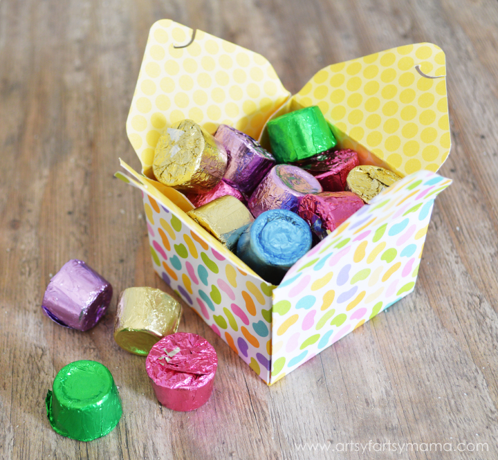 Easy Easter Treat Boxes at artsyfartsymama.com