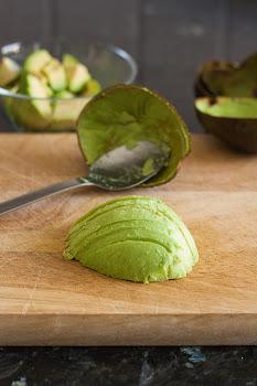 Isječen avokado na tanke režnjeve