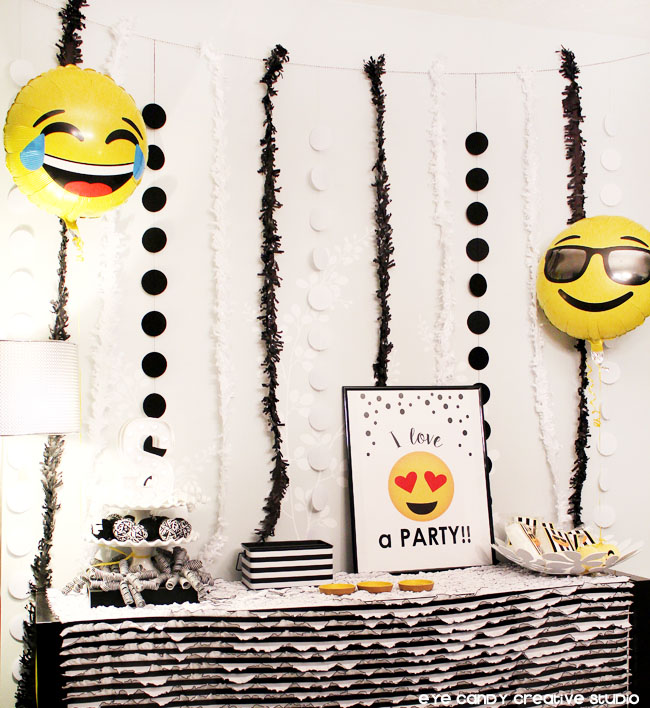 i love a party sign, emoji balloons, emoji party decor, backdrop