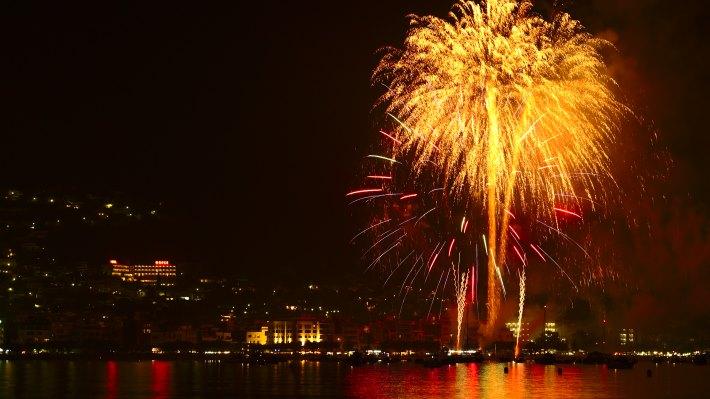 Wallpaper 2: Hot Fireworks