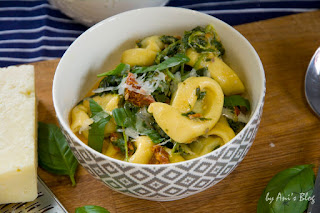 Feierabendküche: cremige Mozzarella Spinat Tortellini mit getrockneten Tomaten | Rezept | schnelles Mittagessen | schnelles Abendessen oder Lunch