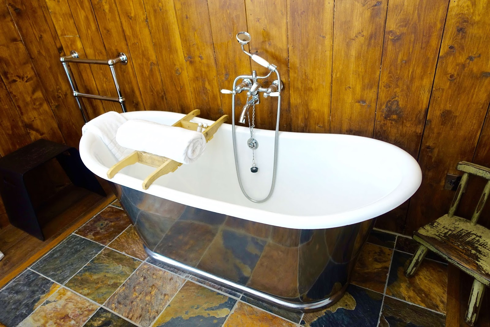 eckington manor room with roll top bath