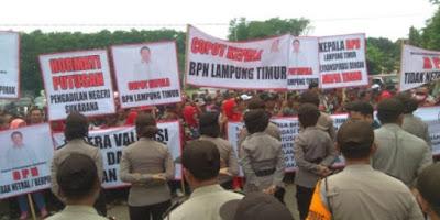Masyarakat dan Massa LMP Minta BPN Realisasikan Ganti Rugi Lahan Bendungan Waway Karya