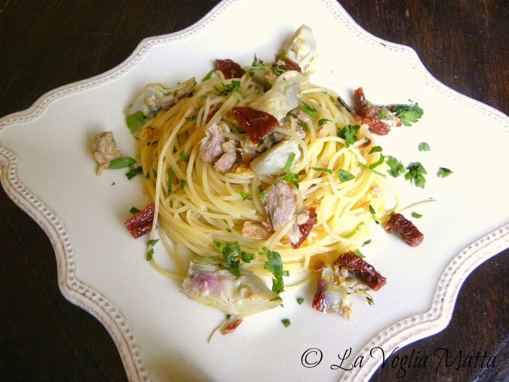 spaghetti frufru con pomodori secchi e carciofi