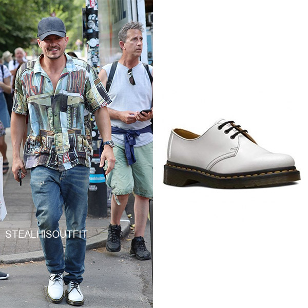 Orlando Bloom in white leather shoes dr. martens 1461 mens celebrity footwear