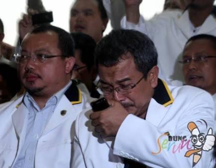 Tangis Kader PKS Aang Dani Rahmawan Pecah : Ust, Bismillah Saya Pilih Jokowi - Ma'ruf Amin