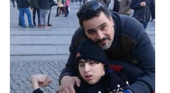 مجدي كامل مع ابنه من ذوي الاحتياجات الخاصة.. ولا يخجل منه!  شاهد ماذا يقول عنه  ..