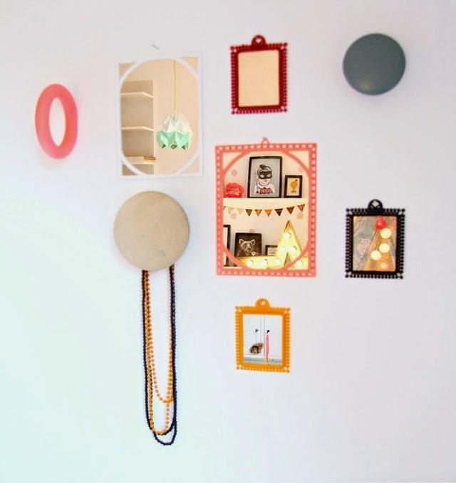 habitacion-mural-flores-detalles-pared-marcos-espejos