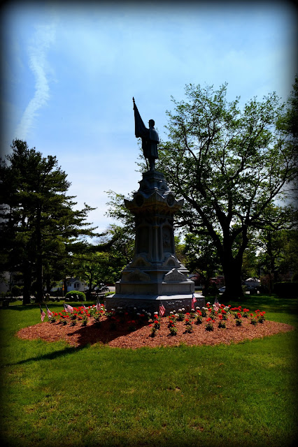 Civil War, Monument,  Greenlawn Cemetery, cemetery, Salem, Massachusetts, shadow, flowers, honor
