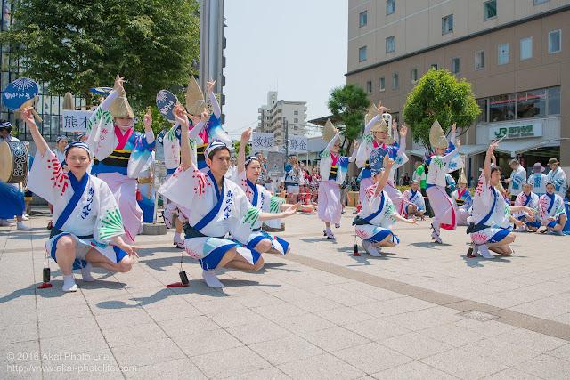 高円寺、熊本地震被災地救援募金チャリティ阿波踊り、東京新のんき連の舞台踊りの写真 3枚目