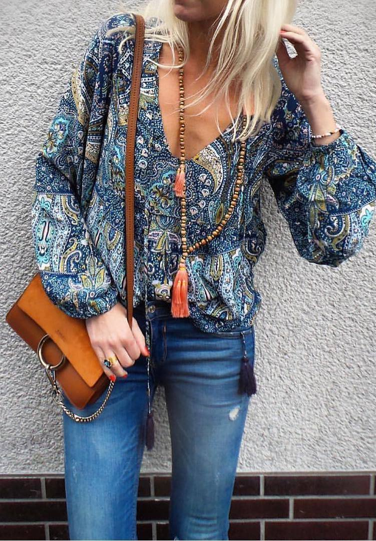 cool boho outfit idea: top + bag + jeans