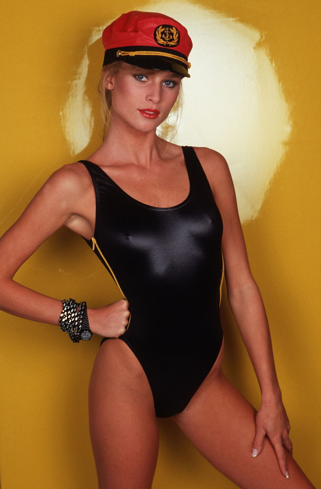 Young Nicolette Sheridan naked (47 photo), Cleavage