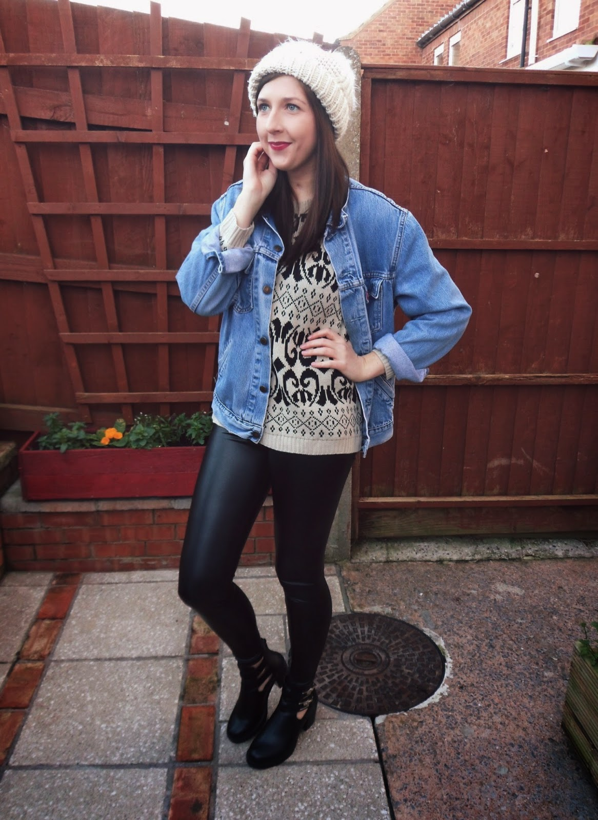 asseenonme, primark, asosmarketplace, vintage, lotd, lookoftheday, wiw, whatimwearing, ootd, outfitoftheday, levis, chiarafashion, christmasjumper, leatherleggings, shoezone, boots, bobblehat, topshop, fashion, fashionbloggers, fbloggers, fblogger