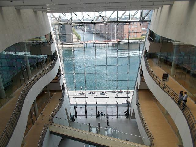 Intérieur de bibliothèque royale de Copenhague, canal, étages