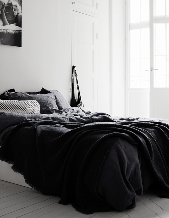 Black and white scandinavian bedroom. Therese Sennerholt