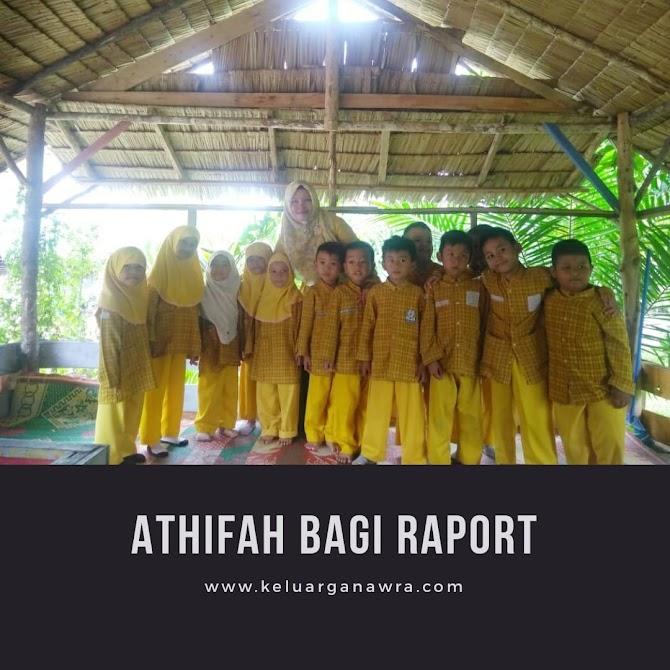 Bagi Raport Pertama Athifah di Taman Wisata Family