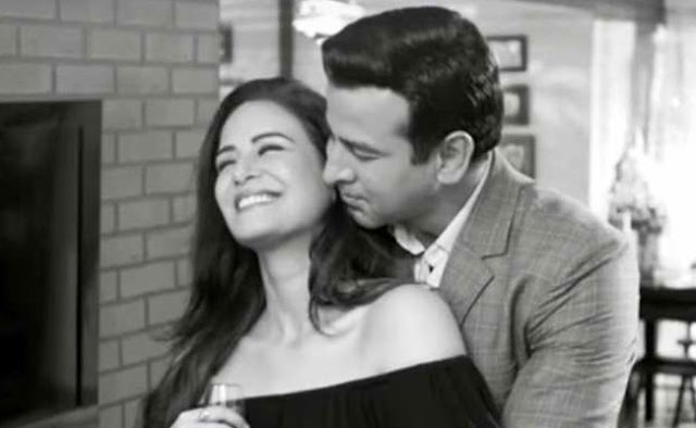 TV superstar Ronit Roy and Mona Singh are romantic, the video has become viral