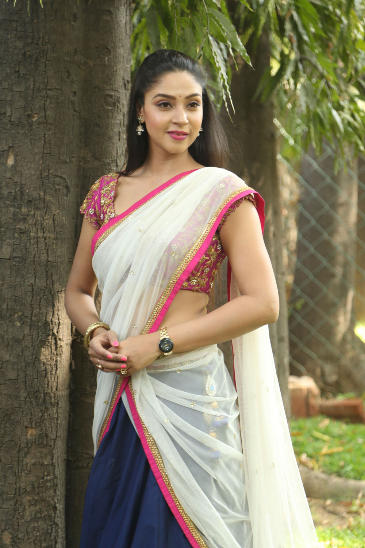 Desi Girl Wallpaper Angana Roy Glam Pics In Half Saree Hd Latest Tamil