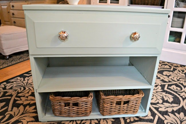 An Ugly Duckling Dresser Makeover with Fusion Mineral Paint www.homeroad.net