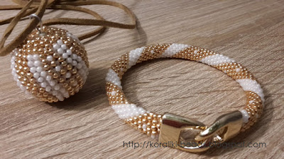 A set of necklace and bracelet necklace
