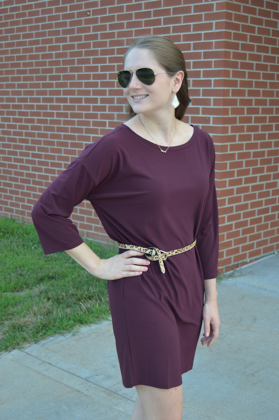 purple or maroon dresses | summer outfit ideas | what to wear this summer | cute outfit ideas for date nigth | leith dolman dress from the #nsale |