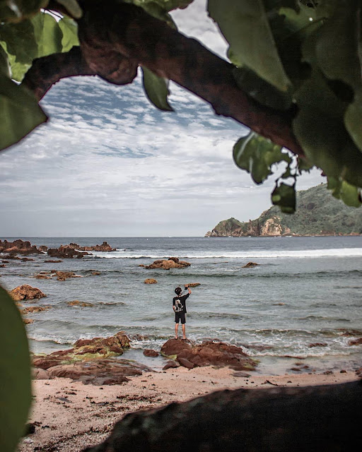 Paket wisata jogja - Pantai wediombo Gunungkidul Yogyakarta