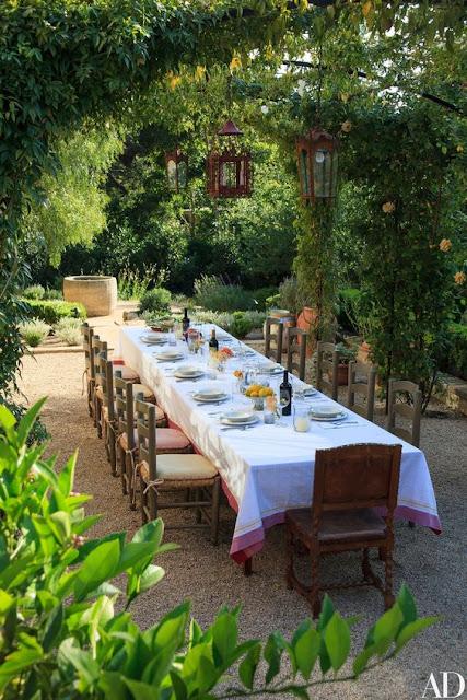 Composição de mesa com inspiração mediterrânea