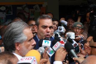 Luis abinader a amarante baret si es ilegal marchar for Declaraciones del ministro del interior hoy