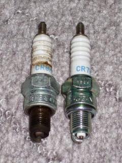 XR100モタードのNGKスパークプラグの交換 cr7hsa、CR8HSAへ熱価を替えてみます。組み込む時にはワコーズのTHCスレッドコンパウンドを塗って組み込みます。プラグレンチは正しい物を用意しましょう。