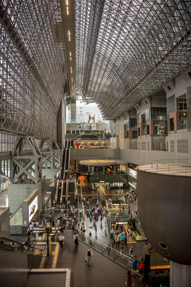 Interior de la estación de Kioto :: Panorámica 9x Canon EOS5D MkIII | ISO800 | Canon 24-105@24mm | f/4.0 | 1/30s