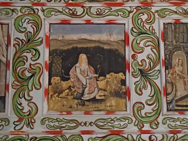 kościół w Pogorzeliskach, malowidła, ornamenty roślinne