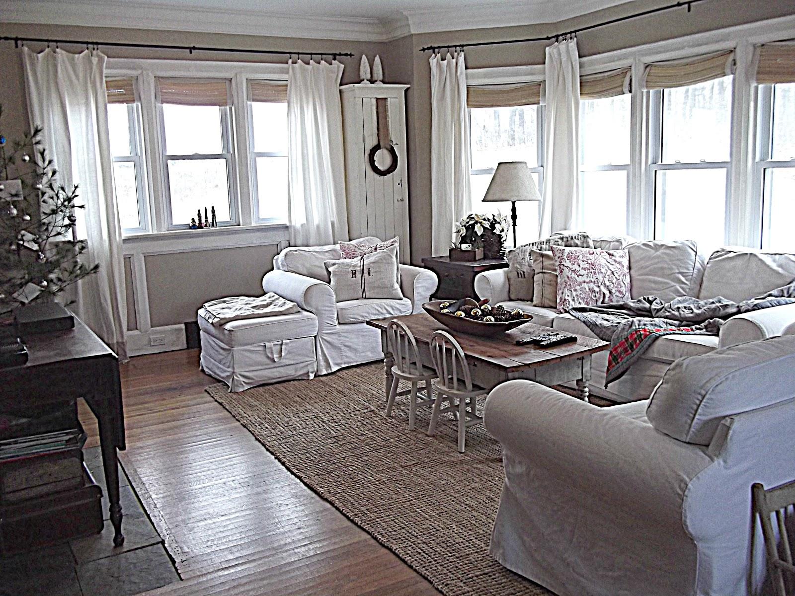 Rustic Farmhouse: Here it is! The SIMPLEST Christmas Tree ... on Farmhouse Living Room Curtain Ideas  id=62090