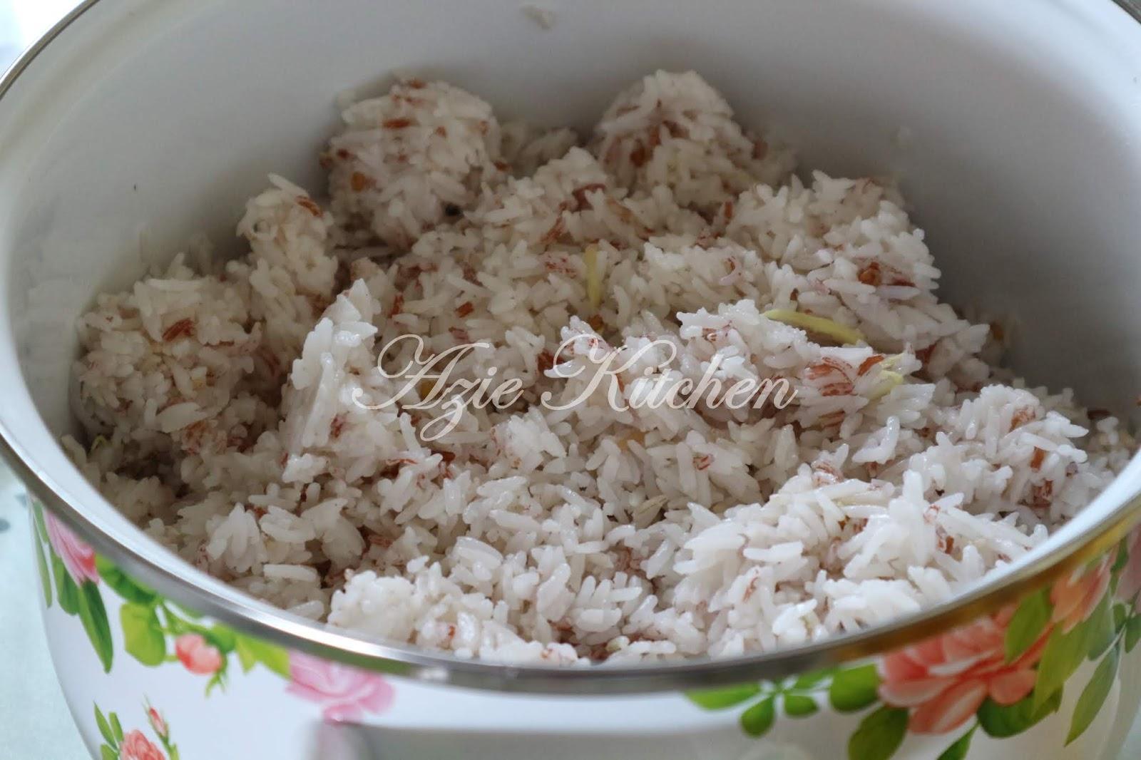 Nasi Dagang Kelantan Dengan Set Lauk Pauk Yang Lengkap Azie Kitchen