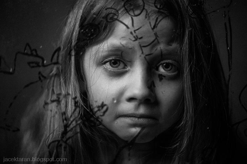 fotografia portretowa, portret, dziecko, dziewczynka, czarno-biala, fotografia krakow