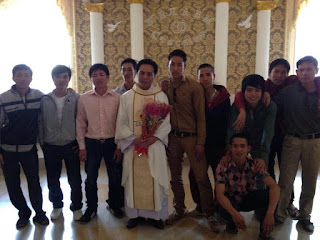 Linh mục Đinh Văn Vinh có quan tâm đến tương lai của trẻ nhỏ hay không?