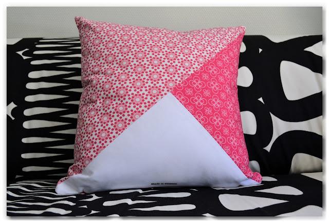 coussin patchwork motifs rose et blanc