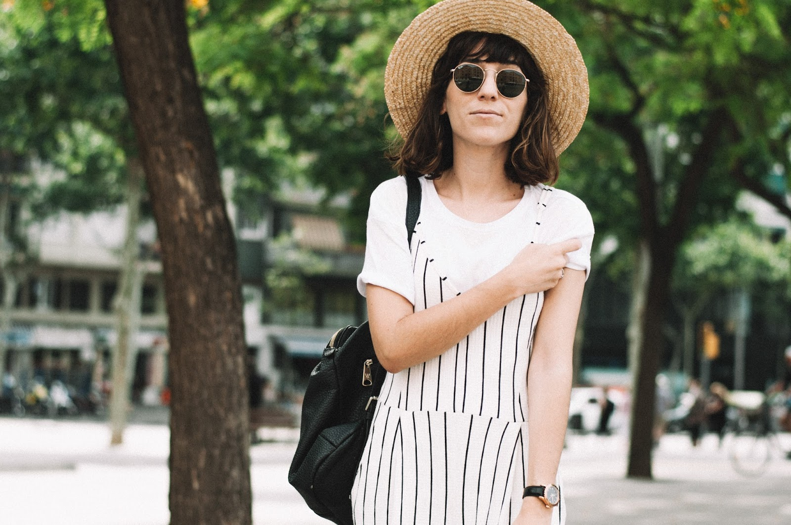 Camiseta, mono Bershka, Sandalias Polka Shoes, sombrero Lack of Color, Bolso Pepe Moll