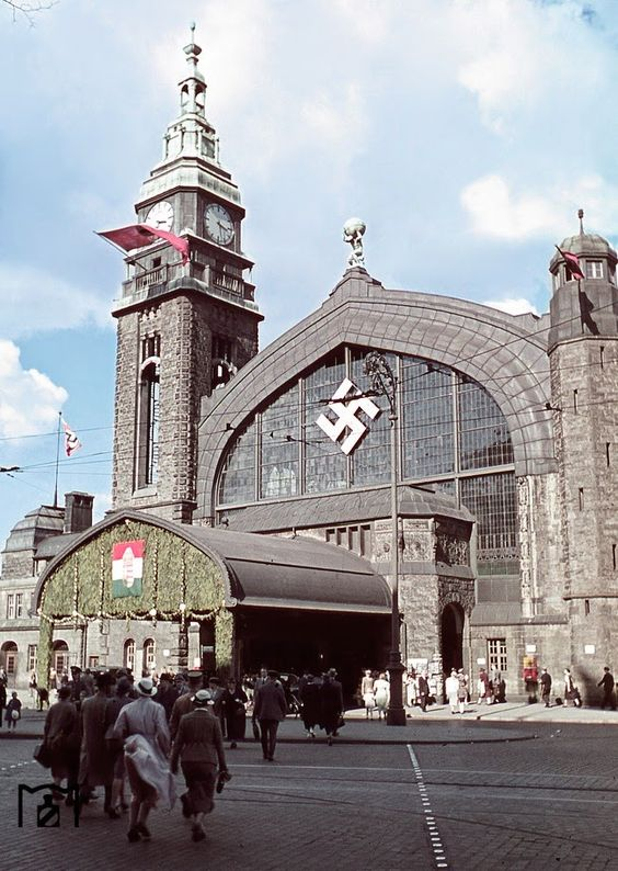 Hamburg train station 1938 Color Photos World War II worldwartwo.filminspector.com