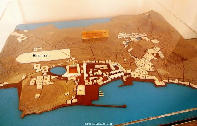 brązowo-niebieska maketa wyspy Delos