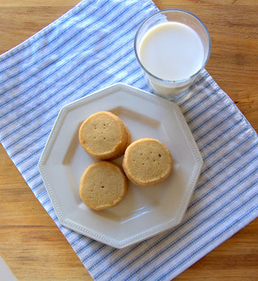 These French Butter Cookies are a simple yet tasty butter cookie. Perfect for an afternoon snack or accompanying a cup of tea. Sometimes, simple is better!